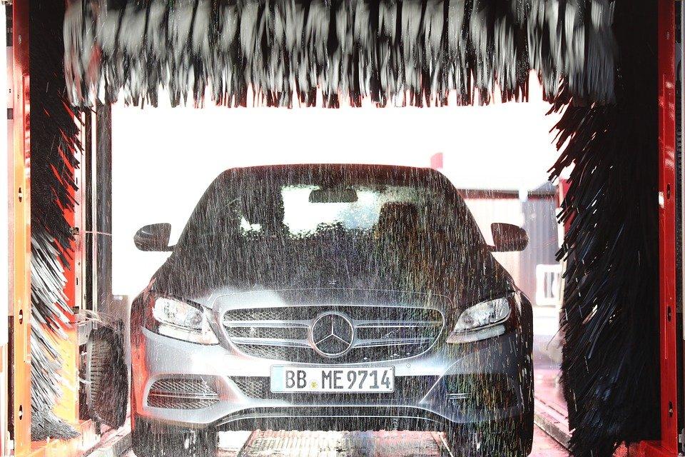 ¿Puedo lavar mi coche eléctrico en un tunel de lavado?