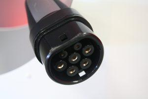 Todo lo que debes saber sobre el coche eléctrico: conector Mennekes de Tesla