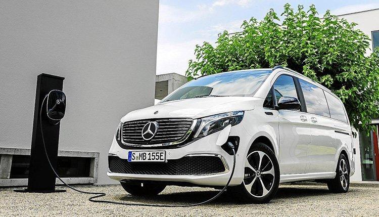 Mercedes-Benz EQV se recarga a través del conector CSS